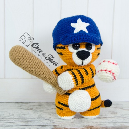 Hobbes Amigurumi - Tiger Crochet Pattern - Free - Ami Amour | 500x500