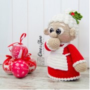 "Mrs. Claus ""Little Explorer Series"" Amigurumi Crochet Pattern - English, Dutch, German"