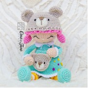 Joy the Teddy Bear Dolly Amigurumi Crochet Pattern - English, Dutch, German, Spanish and French