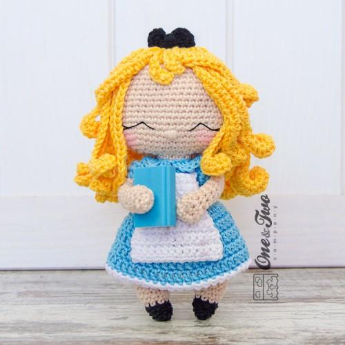 Musings of an Average Mom: Free Alice in Wonderland Crochet Patterns | 500x500
