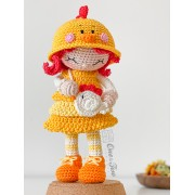 Goldie the Chicken Dolly Amigurumi Crochet Pattern - English, Dutch, German, Spanish, French