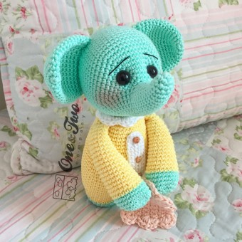 The Little Elephant with lovey amigurumi - Finished Item