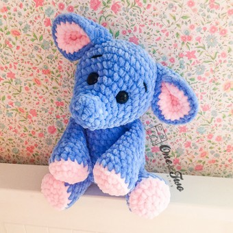 Enzo the Tiny Elephant amigurumi (Blue and Light Pink version) - Finished Item